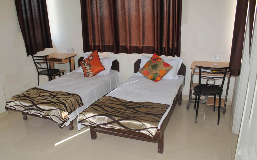 Looking for plush rooms for boys in Gurgaon? Shree Durga Boys PG offers single, double and triple occupancy rooms for boys at zero brokerage. Our rooms are fully furnished with amenities like WiFi, TV and AC. The PG has different branches close to the major commercial centers of the area. The staff at the establishments are courteous and prompt at providing any assistance.
