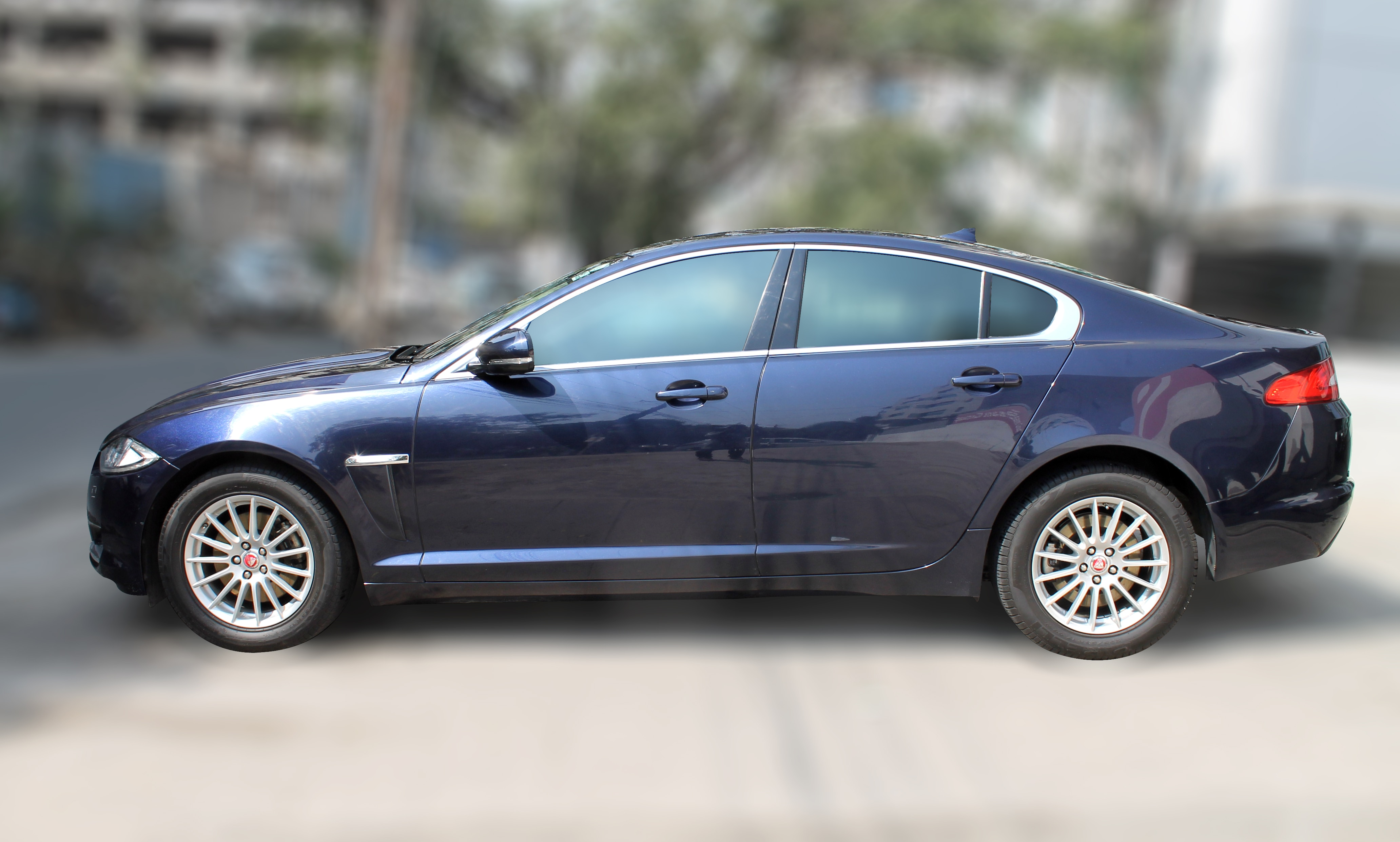 JAGUAR XF 2.2L ( BLUE COLOR, DIESEL), 2015 model done only 29, 000km in absolute mint condition. For further info call 7569696666
