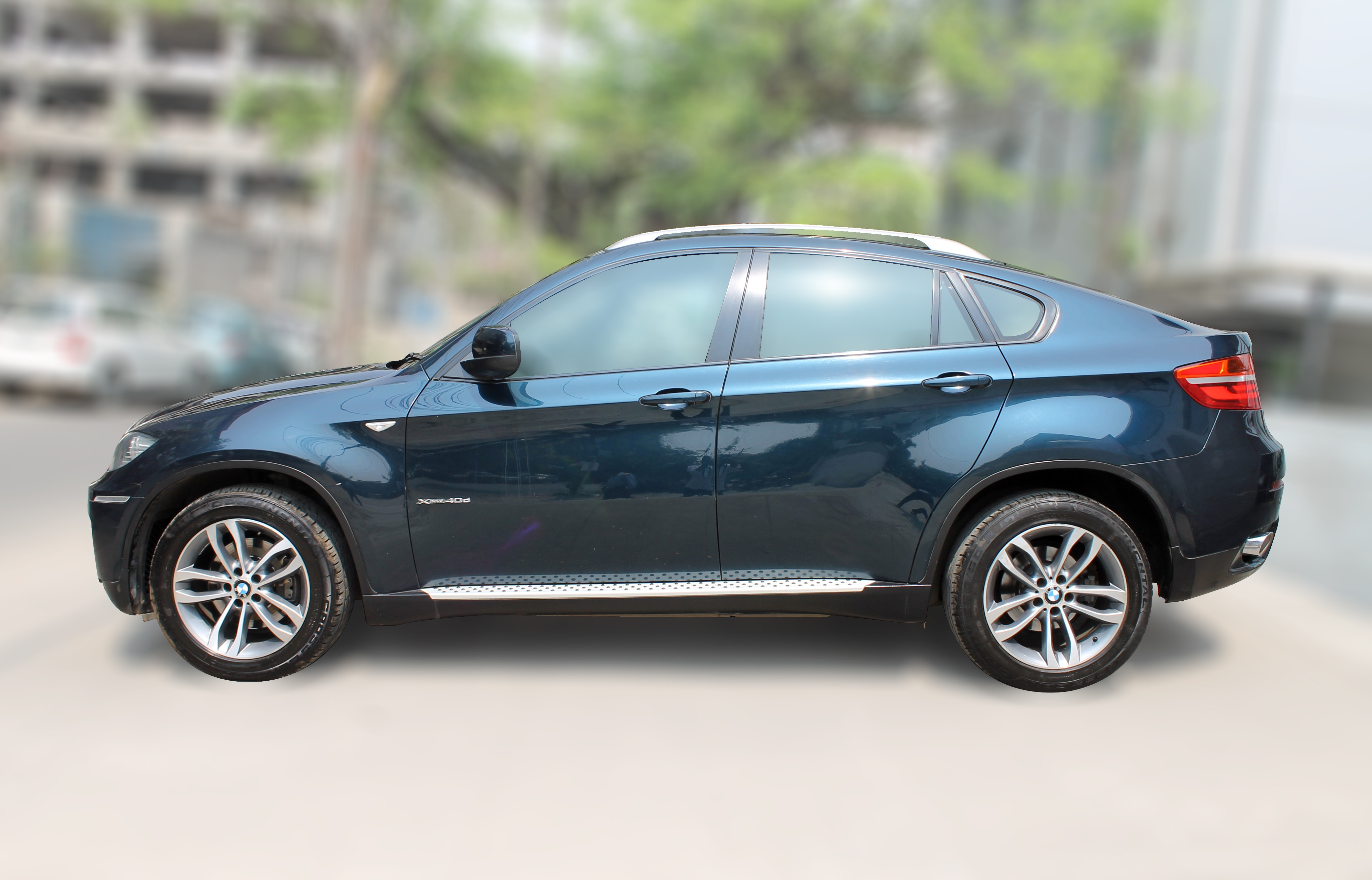 BMW X6 XDRIVE 40D (MIDNIGHT BLUE METALLIC COLOR, DIESEL), 2012 model done only 57, 000km in absolute mint condition. For further info call 7569696666