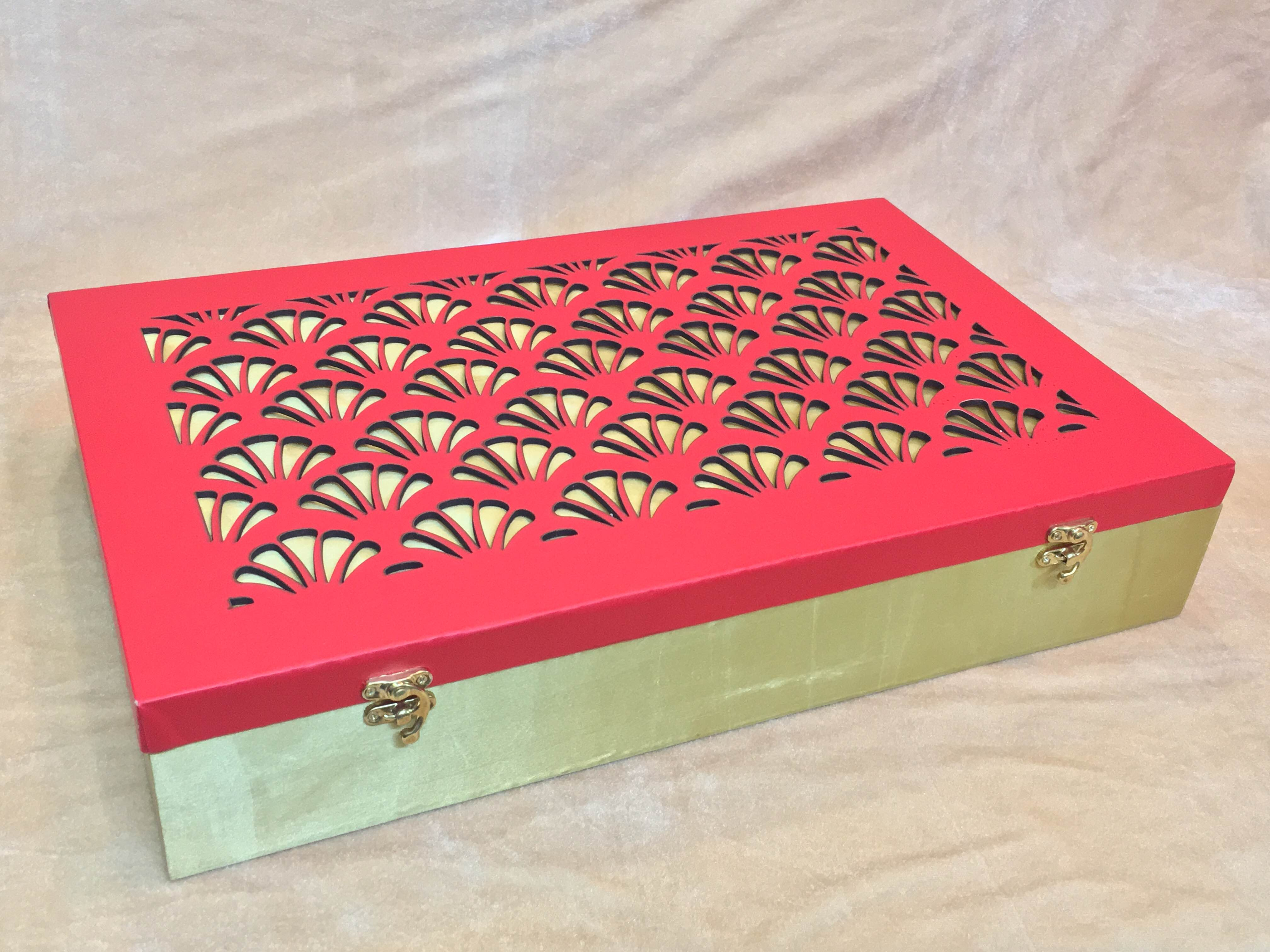 Saree Gift Boxes   We are leading manufacturer, supplier and wholesaler of Saree Gift Boxes in Delhi