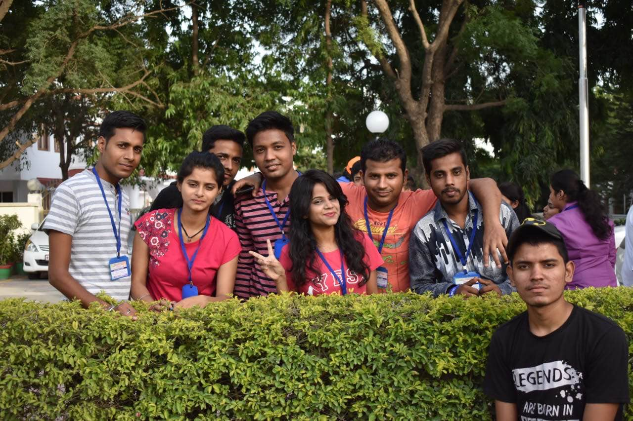 Top Mass Communication and Media Colleges|Media, Films & Journalism|Diploma in Anchoring & Reporting Colleges in Delhi NCR  Star Media offers Degree and Diploma Courses:-   BJMC- MJMC/PGDMC/PGDA& PR Anchoring & Reporting-1/3/6/12 Months Video Editing-1/3/6/12 Months Camera & Lighting-1/3/6/12 Months Film Making-1/3/6/12 Months   Some of the highlights are as follows:   UGC recognized Degree Courses Diploma Courses Certificate/Short term Courses Multi-Cam Setup 100% Placement Record 100% Internship Facility 100% Practical Exposure Experts from the Media Field Job Assurance Regular Classes Command on Communication Skills Personal Grooming Regular Group Discussion Channel Visits