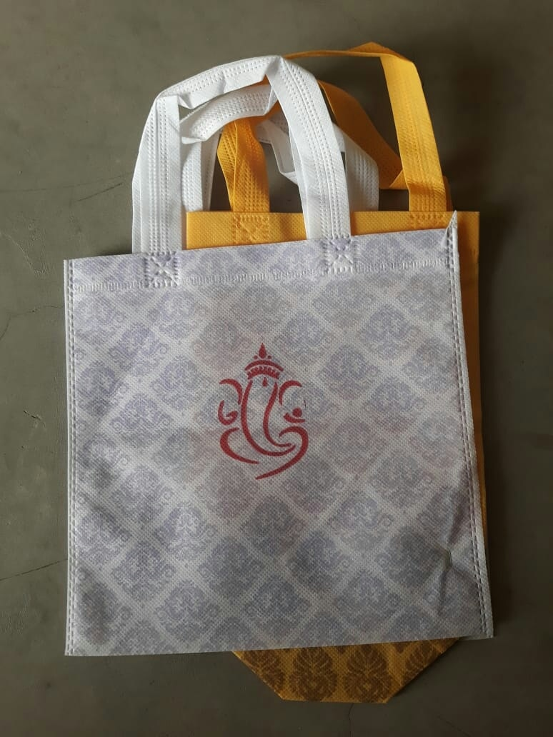 Non woven bags with