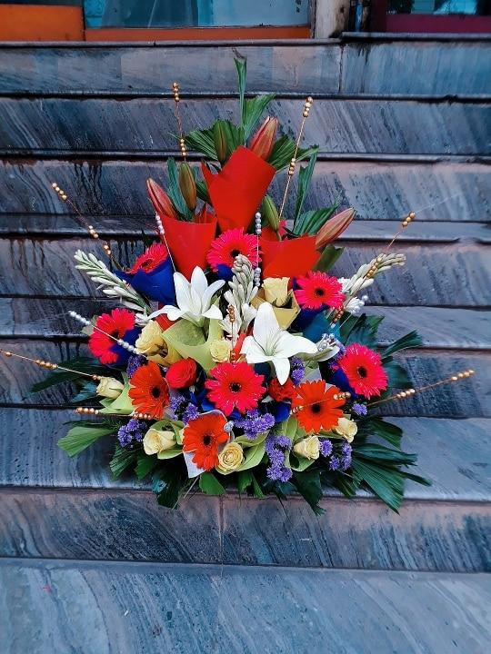 simple mix flower arrangement.
