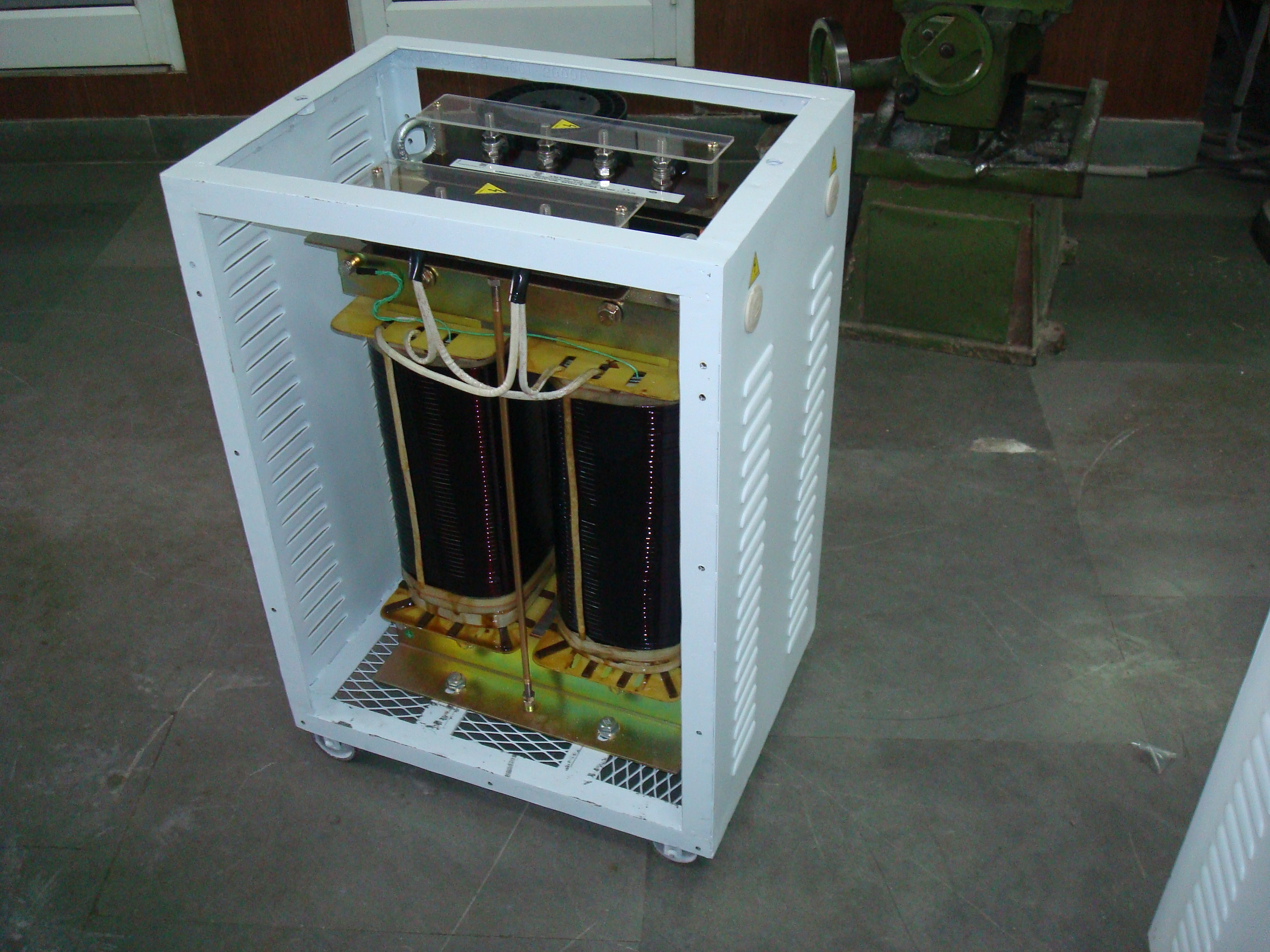 S. PHASE TRANSFORMER WITH ENCL