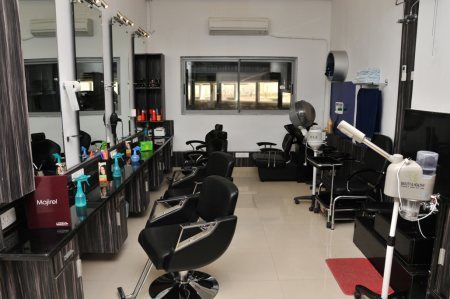 Pinks n Bloos Beauty Salon at PBEL City, Moinabad. - by Pinks 'n' Bloos Franchise, Hyderabad