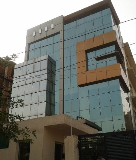 Fully furnished office space for rent in Noida Sector-6 area measuring 4000 sq ft on first floor at Rent of Rs. 2, 25, 000/- per month. For further details feel free to call Mr. Jatinder Singh Taneja 9810025287 and write to us jkc25287@gmai - by JKC - Next Generation Realtors , South Delhi