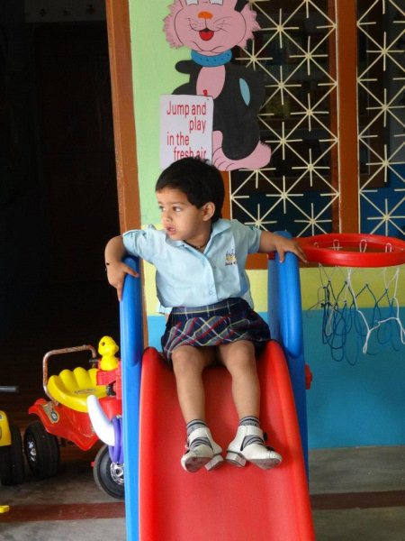 Dora Dora kids play station provides a family environment for children in aya nagar - by Kids Play School and Day Care Center, South Delhi