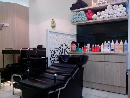 Best hair dresser hair cutting for wedding parties in malviya nagar  - by Bridal Makeup Artist in Delhi, South Delhi