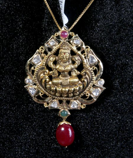 Plan your Gold Purchase well in advance on this Akshya tritiya. Book your gold now and get it delivered any where in India. visit our store now @ M.G Road and Hitech City. - by Sri Jagdamba Pearls Gold Diamond, Hyderabad