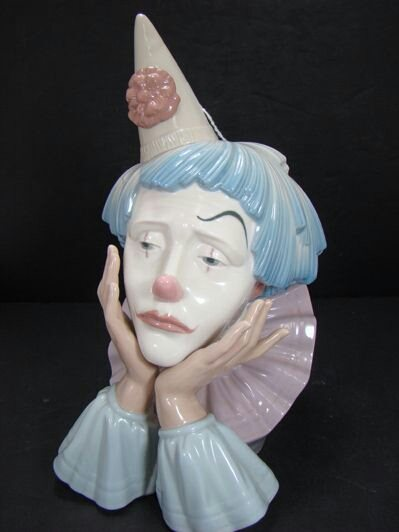 Lladro Clown...  Porcelain showpiece.. Made in Spain   - by European Arts, Central Delhi