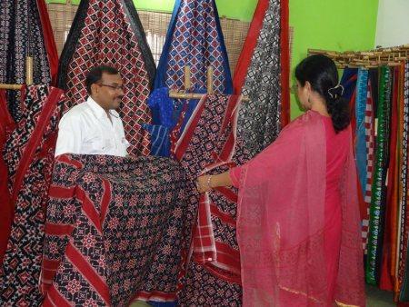 Designer Telia Rumal Sarees - by Karghaa Handlooms, Hyderabad
