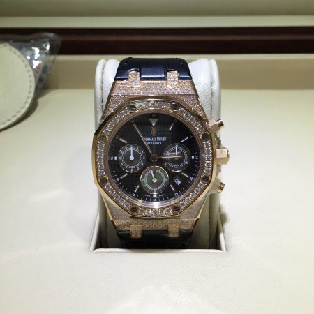 Audemars Piguet Royal Oak Ref : 26128OR.ZZ.D002CR.01 Case:Pink Gold Bezel:Diamond Size: 39