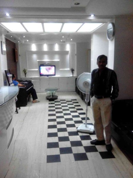 Well furnished luxurious room with attached bath. Direct dialing room through Epbx.fax facitality avaible. - by Hotelappleinn,