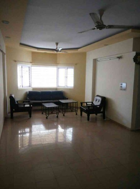 5th floor , royal chinmay, bodakdev.  185sq ft flat.  In sell  - by Gold Property, Ahmedabad