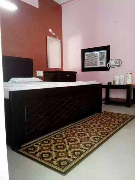 Deluxe rooms - by Hotel Tourist Bar and Restaurant, Agra