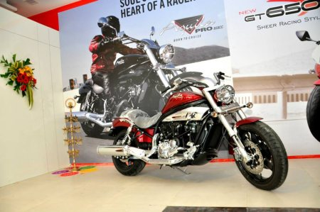 The Hyosung Aquila Pro650 is the bigger and more powerful of the Aquila series cruiser motorcycles sold by Hyosung in India. The styling is reminiscent of old-school cruisers and is the second most expensive Hyosung motorcycle money can buy - by Aj Superbikes, Nagpur