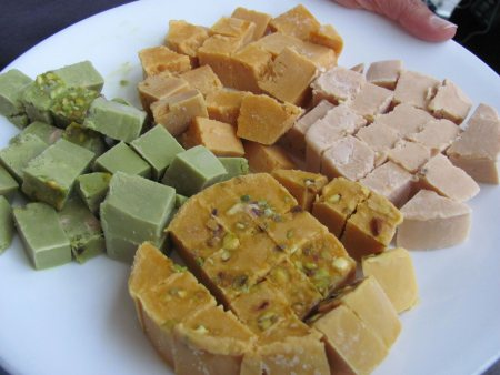 we are manufacture roll kulfi in all flavors  - by Kumar Ice Cream And Kulfi, Thane