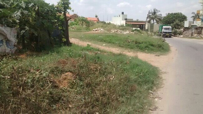 1 acre land for sale in bommanhalli . just on bommanhalli main road and 3 kms from electronic city.