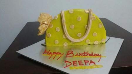 purse cake - by Akki Cups And Cakes, Ahmedabad
