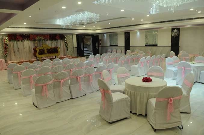Banquet Hall : What's more an hotel which offers you two big Banquets Chandralok & Swapnalok with a capacity of over one thousand people for your celebration needs. These are anesthetically designed Banquets that provides best venue for Eve - by Kanha Continental, Kanpur