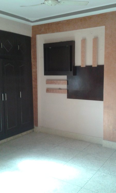 its a 3BHk Flat for sale in Begum Bagh. it have 3 Room, Bathroom, Toilet, Kitchen, store room, and Dining Hall. its Area is 1150 sft and selling out at 42 Lacs . it locate on a prime location.