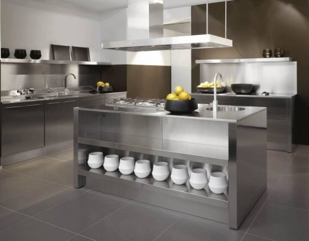 As one of the leading kitchen designers, our stainless steel kitchen designs have brought about a revolution in the domestic appliance market. Touted as the best material to build a kitchen especially for Indian climate, stainless steel mak - by Chrome Kitchens, Delhi