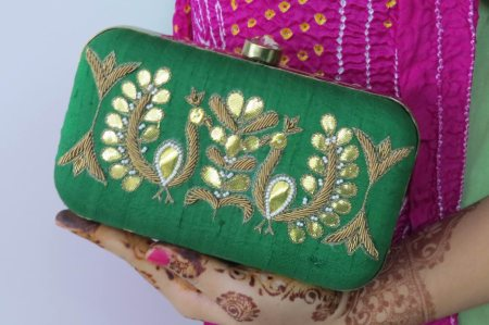 GREEN ZARDOSI GOTAPATTI PEACOCK BOX CLUTCH. A PRETTY BOX CLUTCH THAT IS MUST HAVE THIS WEDDING SEASON. THE WEDDING COLLECTION 2015.