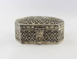 We are an eminent manufacturer and supplier of a wide gamut of Metal Jewellery Box that are highly applauded in the market for its attractive pattern and elegant design. The offered box is designed using superior quality metal and ultra-mod - by Himanshu Handicraft, Udaipur