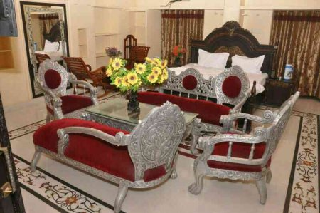 Our Budget  Hotel Rooms Tariff Budget Card .  Standard room 1000 Rs only  Deluxe Room 1500 Rs only Sweet suit Room : 4000 Rs Only Super deluxe Room ; 2000 Rs only Sweet family Room in just 3500 Rs All rooms are 25 %discount Phone number. 01 - by HOTEL MUHHAMADI PALACE, Jaipur