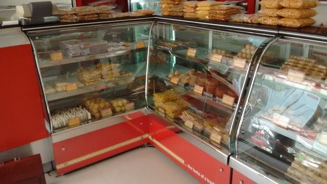 We Tirumala Equipments have established ourselves as manufacturer and supplier of Bakery & Sweet Display Counters, food display case counter and all types of display counter. We offer these products in various designs, sizes and shapes. These counters are manufactured using superior quality raw material and advanced machinery.