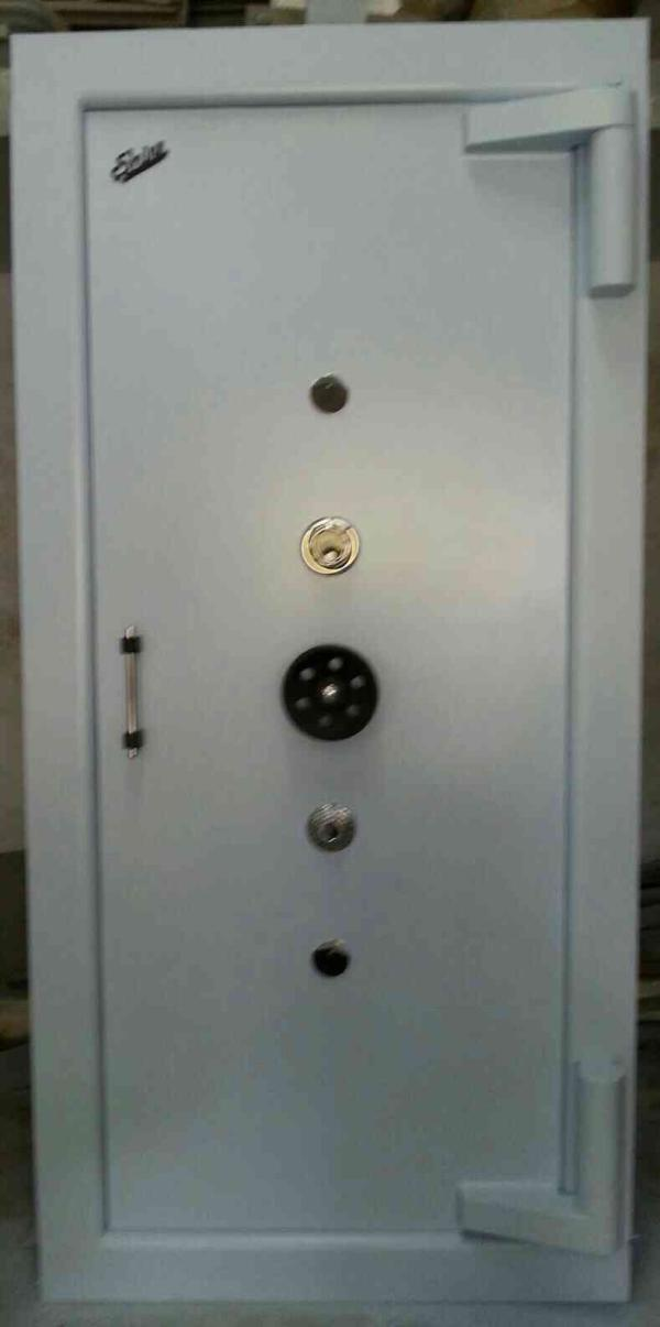 we are leading manufacturer of steel safe in gondal, Rajkot.