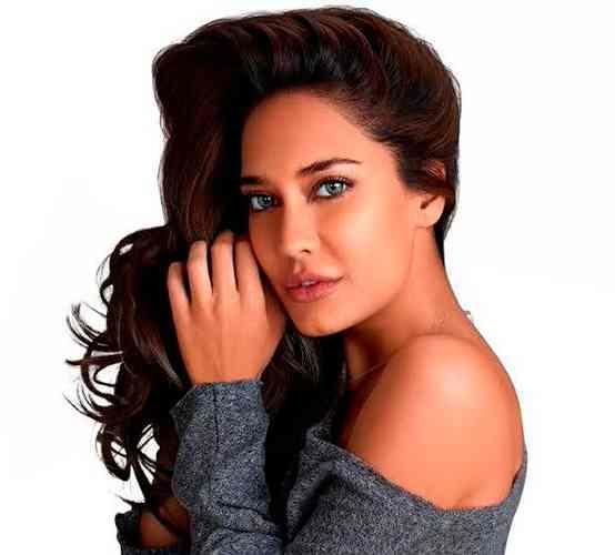 LACELLE COLOR CONTACT LENSES BY BAUSCH & LOMB - LISA HAYDON  The All new range of 36 Lacelle Color Lenses is here to give your eyes a perfect look for every occasion. Add a little dash of color to your personality and Say HELLO to the new YOU  Premium Wedding or Festival Look  Circle Party Perfect Look  Classic Perfect Classic Look  Classic Grande Love at First Sight Look  Star Superstar Look  Jewel Party & Crazy Look  #charunoptic #optician #color #sunglasses #contactlenses #colourlenses #lacelle #bauschandlomb #bauschandlomblacelle #bauschandlombcolorlenses  #ahmedabad #instagram #lisahaydon #prescriptioncolorlenses #numberedcolorlenses #alltimecolorlenses #ahmedabad_instagram #coloreyes #lacellecolors  C   O Charun Optic Prescription Color Contact Lenses also Available  For Orders Call/Whatsapp +919898335547 Easy Shipment Across World