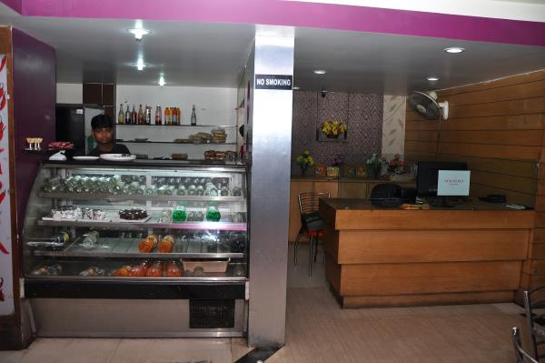 our counter at mango!! - by Sher E Punjab, Jamshedpur