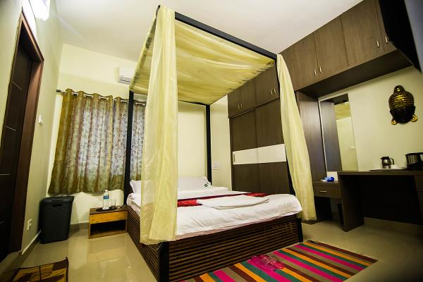THE EXCELLENT LOCATION DRAWS TRAVELLERS AND CORPORATE INDIVIDUALS FROM FAR TO THESE PREMIUM APARTMENTS.   - by The Lawns, Chennai