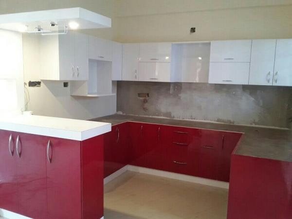 kitchen design with bar counter - by DIVINE INTERIOR DESIGN, Bangalore