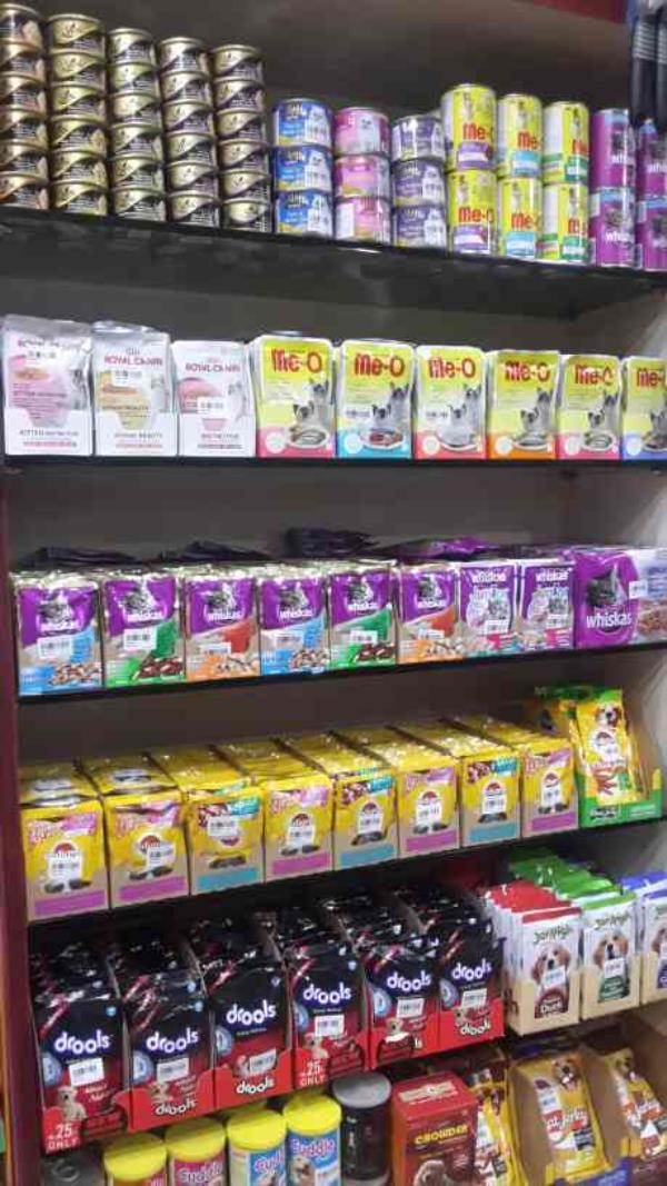 Dogs & Cats wet pouches avaliable in many brands Like for Cats ..... Royal Canin , Sheba , Me-o , Whiskas  Dog's .... Pedigree , Jer High , Drools And Cuddle ..... With Complete Nutrition ..