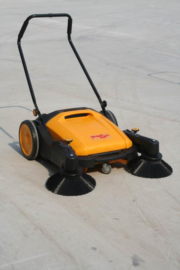 Manual sweeper without any battery or petrol/ diesel. Used in petrol pumps, industries, housing colonies.