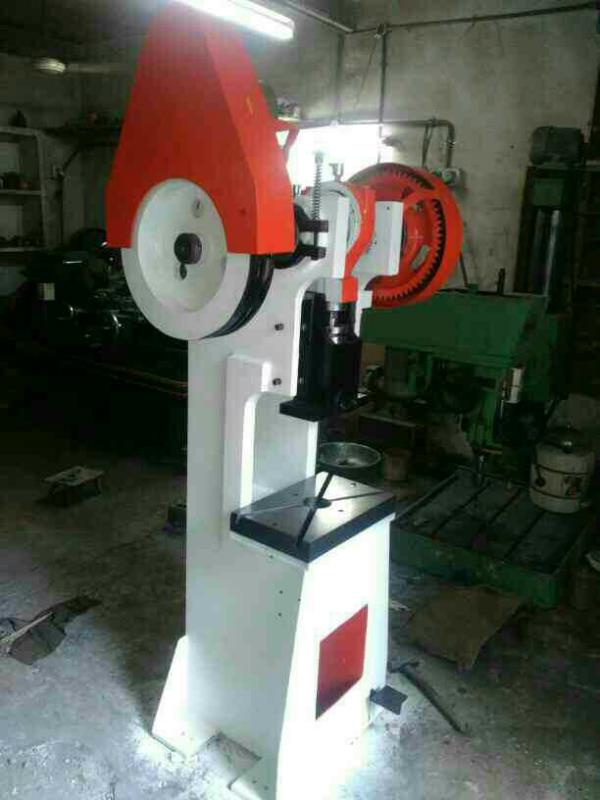 20 tons machine with single gear.. - by Om Shiv Power Press, Rajkot