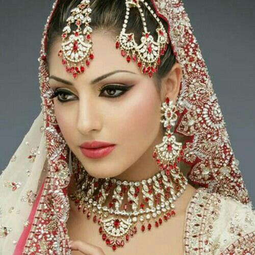 bridal makeup studio for pre bridal and post bridal at best rates now available in alkapuri Vadodara. call us fast  - by  Cutz Beauty Parlor, Vadodara