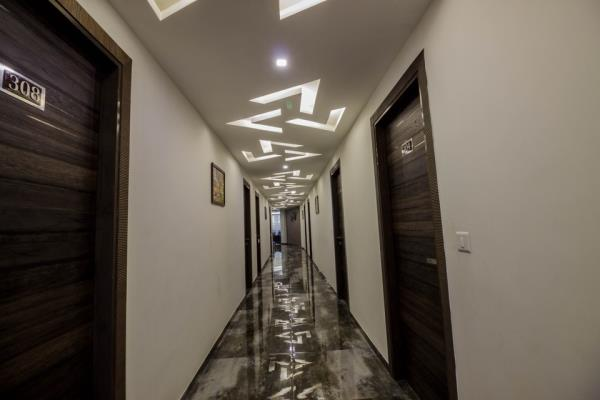 Welcome to Hotel Unity, Ahmedabad its a budget hotel near s.g highway.gujarat high court. offers you best deal with complimentary break fast. hurry on.....rooms are limited