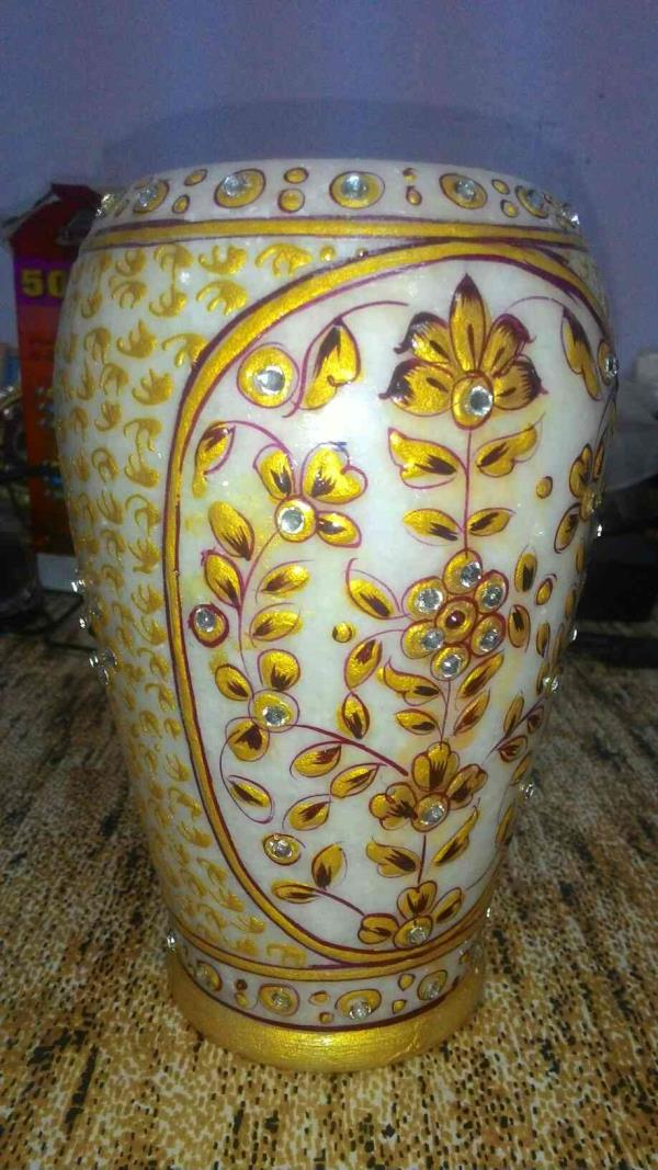 It is Marble Pot manufacturers - by CHITRA HANDICRAFTS, Jaipur