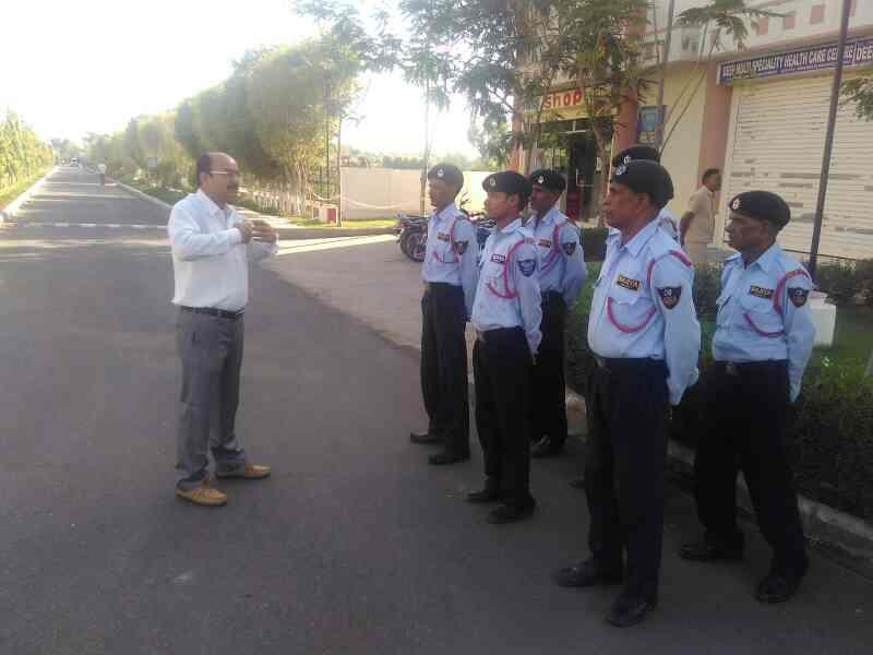 security guard briefing