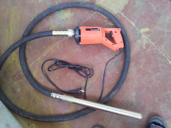 Portable Vibrators Electrically Operated with 1 meter,  2 meter flexible hose  38mm Dia Needle - by RAMAAS ENTERPRISES, Coimbatore