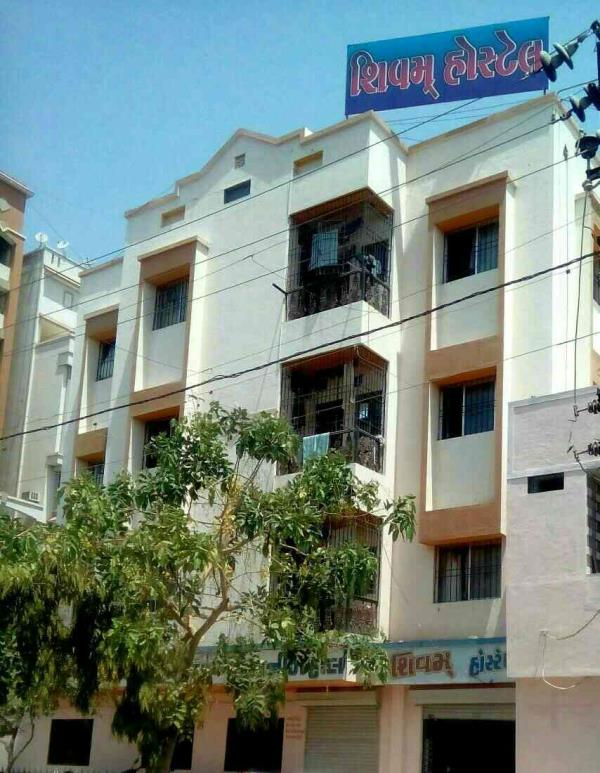 Best PG on Kalawad Road and Near University Campus. our Location is Opposite Atmiya Collage Near New Parimal School.  All facilities Available in Shivam Hostel ...  For More Details Contact Us.....
