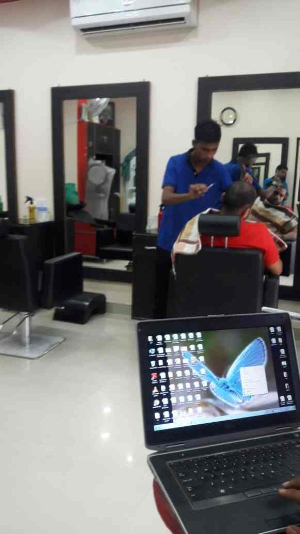 salon in ghaziabad. we  provide all type of stylish hair cut in ghaziabad - by LOVELY HAIR XTYL, Ghaziabad