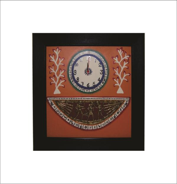 HANDCRAFTED DHOKRA ART WALL CLOCKS made by the hands of the experts Artisan with the Fineness Quality of Dhokra art and Paintings. Handcrafted Dhokra Art Wall Clocks is an Inclusive Item for the Home Decor Because of it Handcrafted Dhokra Arts and the Handcrafted warli Arts on the dial give the Clocks royal look on red Base. it is use for the Decoration as well as for the Gift Purpose. We