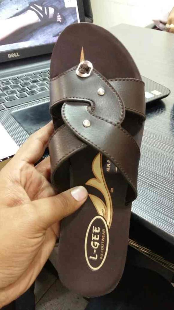 we are dealing into all types of pu shoes