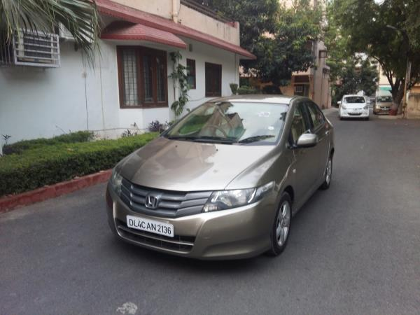 Honda city VMT 2010 well maintained car easy finance and insurance available in one roof At Carnation Divya Motors.   - by Divya Motors, New Delhi