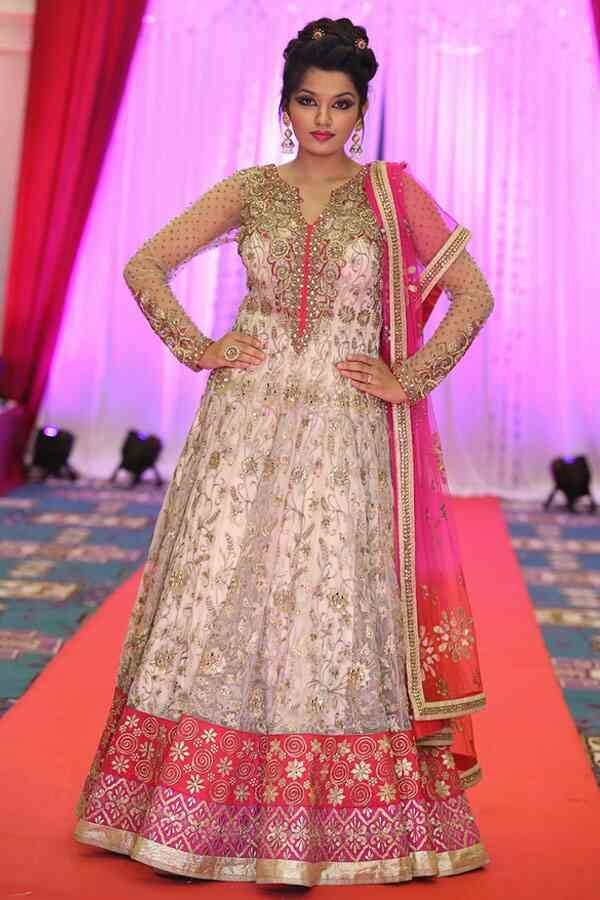 We are a renowned dealers of designer sarees. We are located in Vadodara, Gujarat.  We are a leading suppliers of designer sarees in Rajkot, Gujarat.