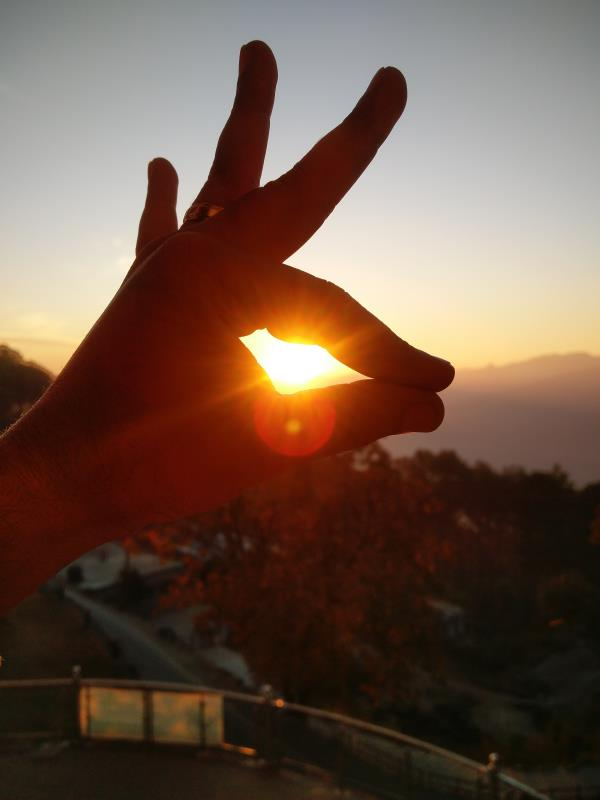 Pic at the The Photo Shop !!!!! #Sunrise #HandImage #HillStation #Almora #Uttarakhand #nofilter Amazing view of the valley from the hilltop. Though the hotel was not that great, but the the view was great.